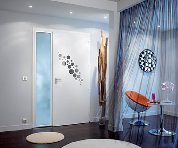 Pour une entr e moderne la porte bel 39 m alu sans vitrage for Porte de garage alinea bel m