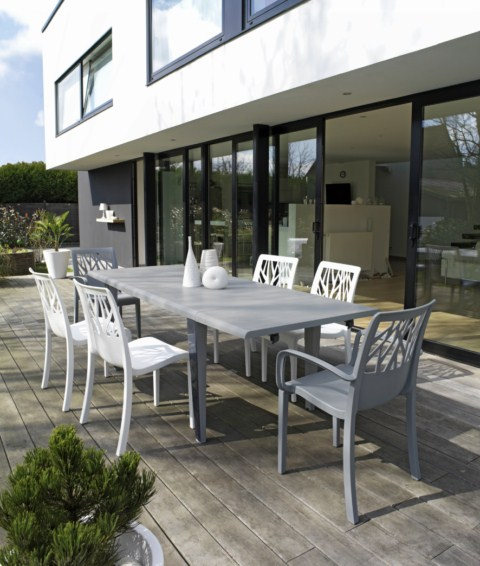 table de jardin pvc grosfillex modele v g tal dans les bouches du rhone ce produit n 39 est plus. Black Bedroom Furniture Sets. Home Design Ideas