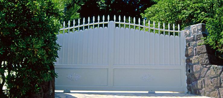 Portail Sur Mesure Horizal Gamme Tradition Plein Modele Phalaris Installateur Fenetres Grosfillex Marignane Sarl Bernard Grosfillex