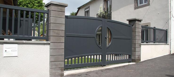 Portail design horizal gamme tadition mod le naos sur for Portail exterieur sur mesure