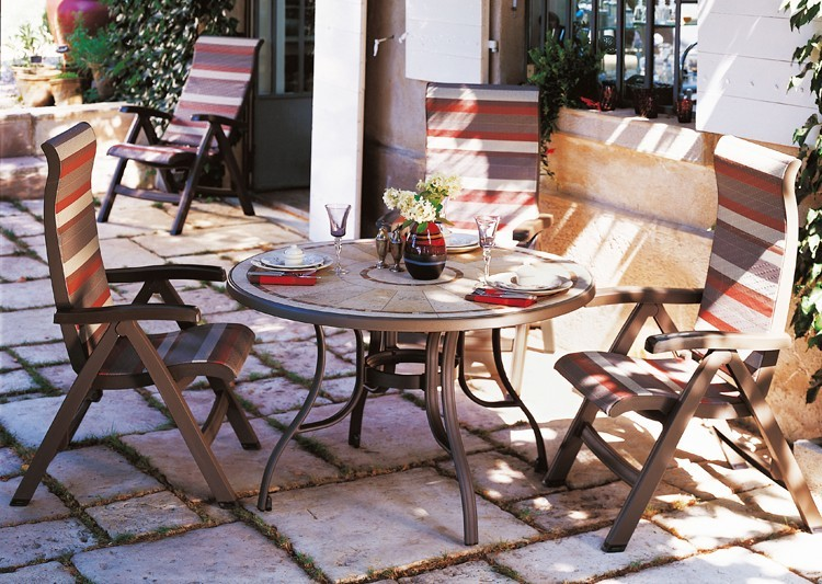 Table de jardin pvc grosfillex mod le louisiana 122cm r gion paca installateur fen tres for Petite table de jardin pvc